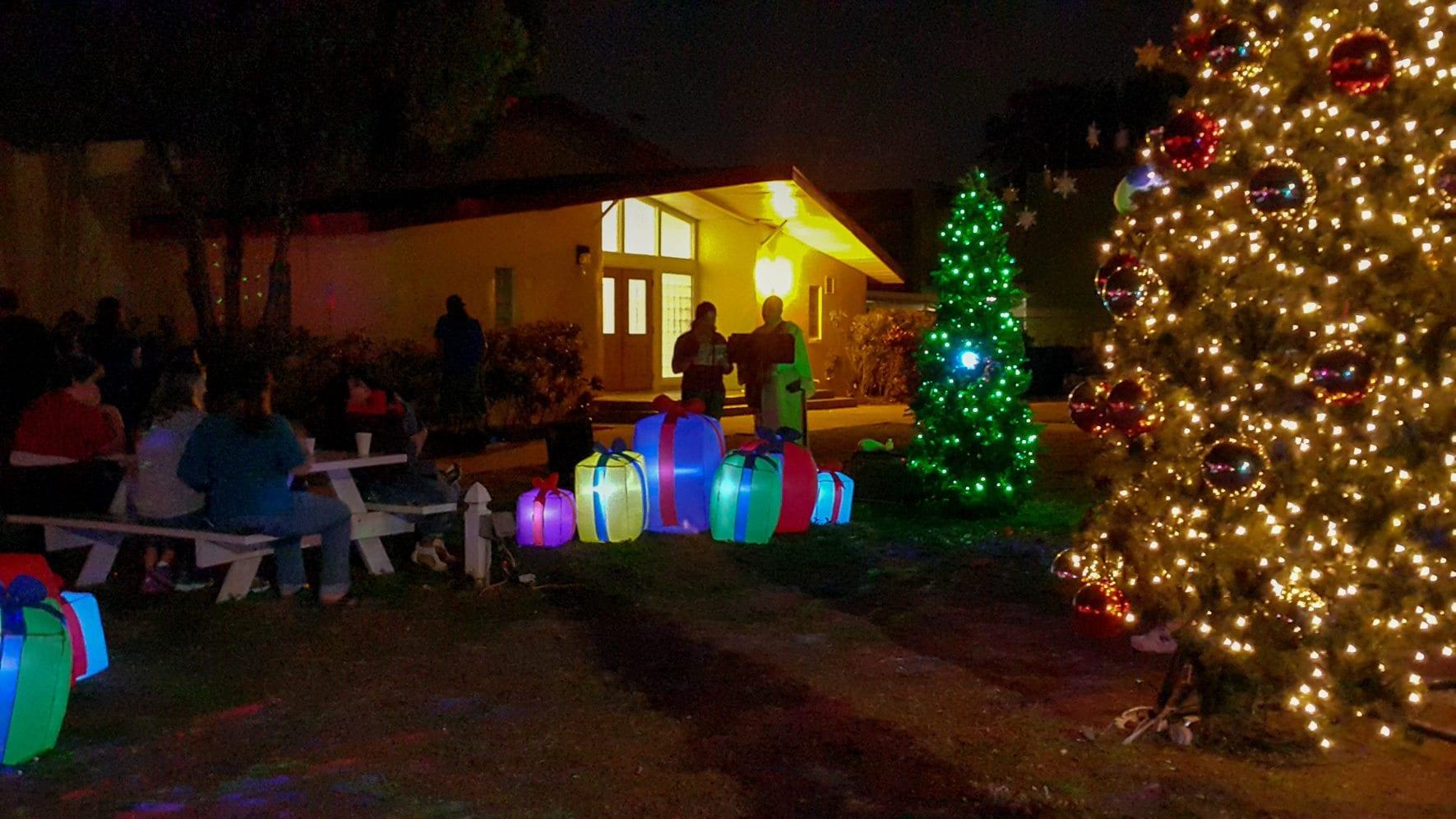 christmas tree lighting photos 2016 sacred heart catholic church of pinellas park. Black Bedroom Furniture Sets. Home Design Ideas